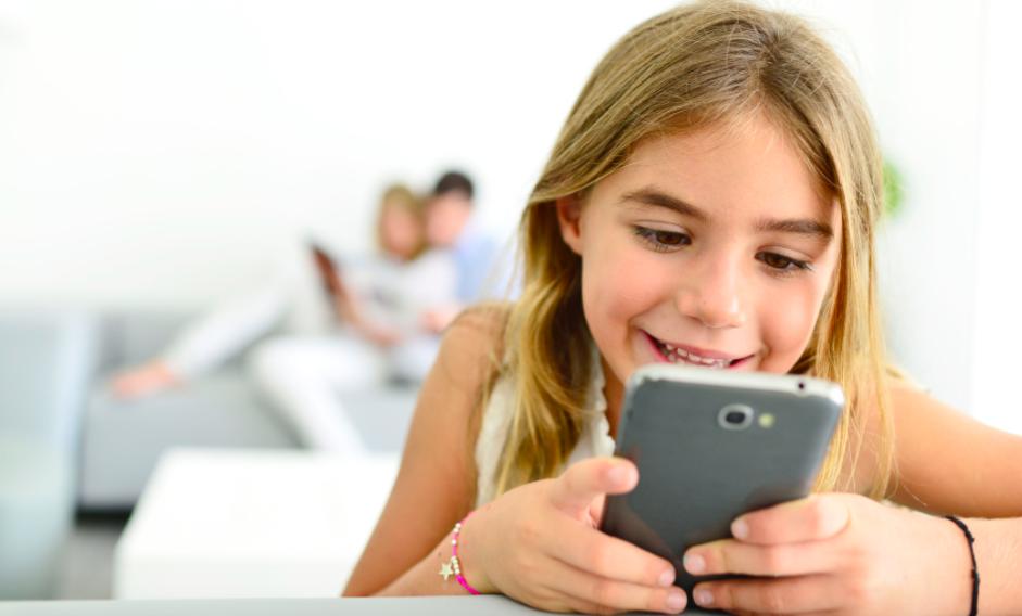 子供に携帯スマホを持たせるメリット・デメリット